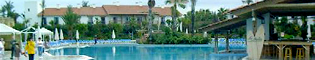 Piscinas: Descubre la enorme piscina del Hotel El Paso.
