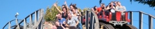 Stampida: Stampida es la más emocionante competición sobre una doble montaña rusa de madera. Escoge color: Rojo o Azul. ¿Quien ganará la carrera más trepidante del Far West de PortAventura?
