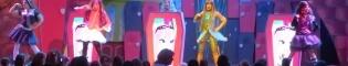 Monster High: Espectáculo de baile y música en La Cantina de PortAventura, protagonizado por las famosas y terroríficas muñecas Monster High.