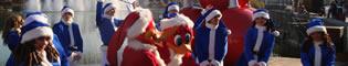 Animación de Calle de Navidad: Un montón de personajes te esperan vestidos con sus mejores trajes navideños para celebrar la Navidad en cualquier rincón de PortAventura, con bailes, Woody Woodpecker, música, Betty Boop, Papá Noel...