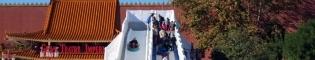 SnowTubing: Diviértete descendiendo por un tobogán, que simula una montaña nevada. Una divertida atracción de la Navidad de PortAventura.