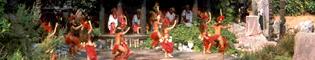 Aloha Tahití: Un potente y colorido espectáculo de danzas y rituales polinesios representado por bailarines nativos de la Polynesia. Un espectáculo único en PortAventura.