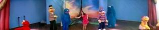 Vuela con SésamoAventura: Vuela con SésamoAventura y los personajes de Barrio Sésamo en este espectáculo musical y de baile que te llevará en un viaje por Europa. Especialmente recomendado para los niños.
