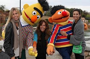 Lydia Bosch, Nuria Roca y Patricia Cerezo visitan PortAventura