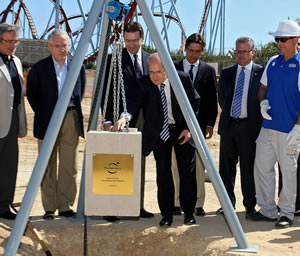 José Montilla pone la primera piedra de la área infantil de PortAventura