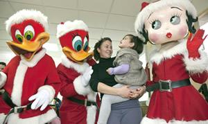 Woody, Winnie y Betty visitan el Hospital Joan XXIII y el Centre La Muntanyeta
